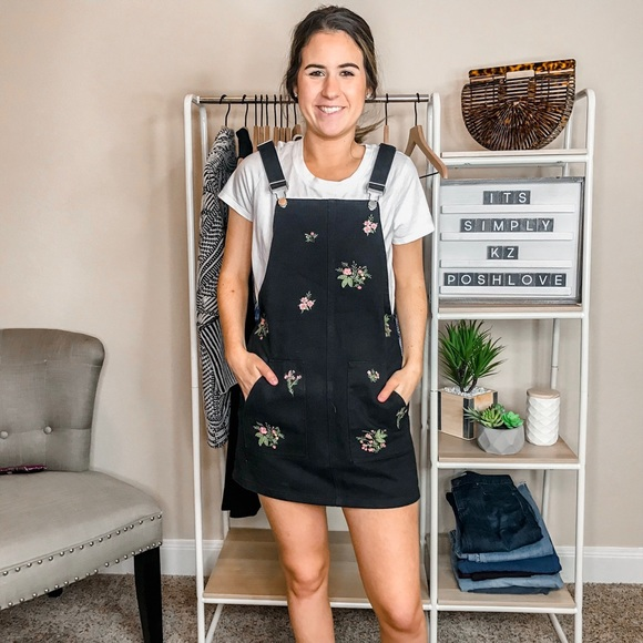 Francesca's Collections Dresses & Skirts - NWOT Francesca's Embroidered Overall Dress